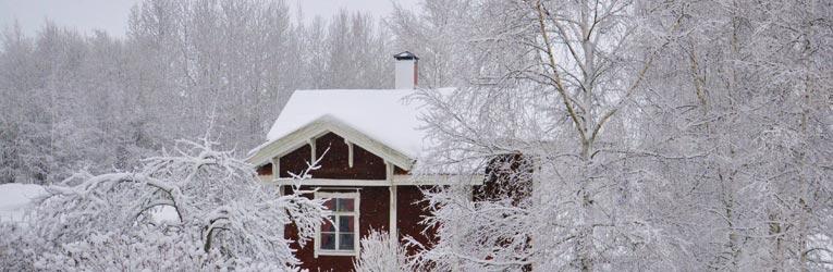 snedækket hus